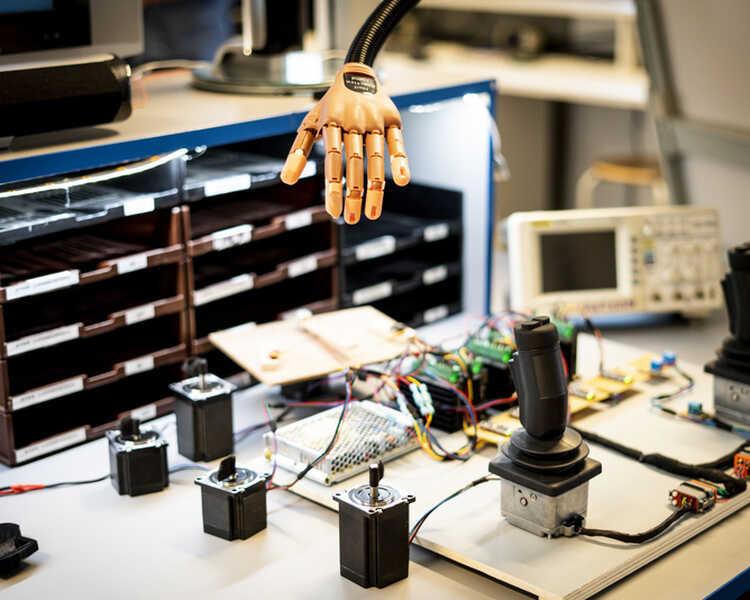 De levende robot: humanoid robotarm